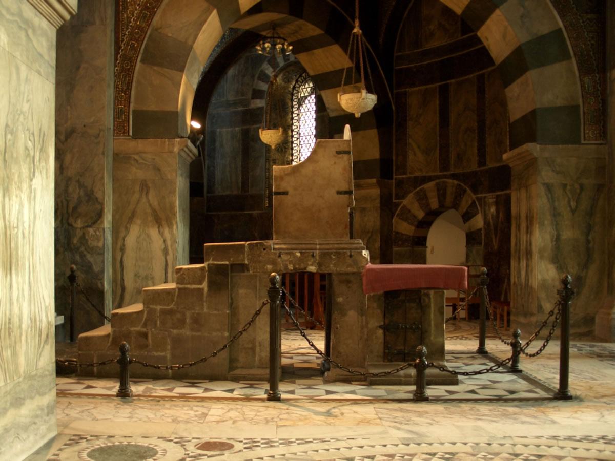 trono imperial carolingio