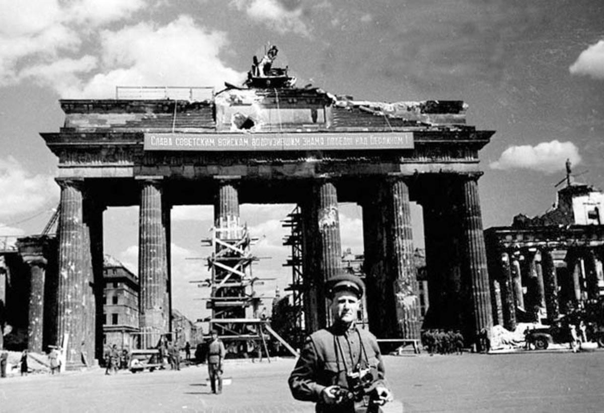 Puerta de Brandemburgo tras la Segunda Guerra Mundial
