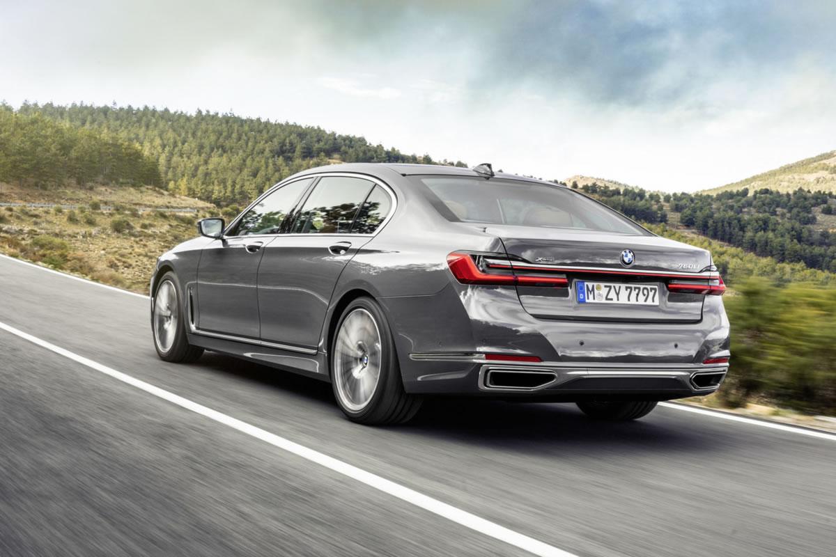BMW Serie 7 por detrás