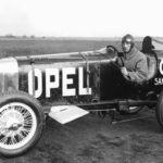 Opel con cohetes de propulsión