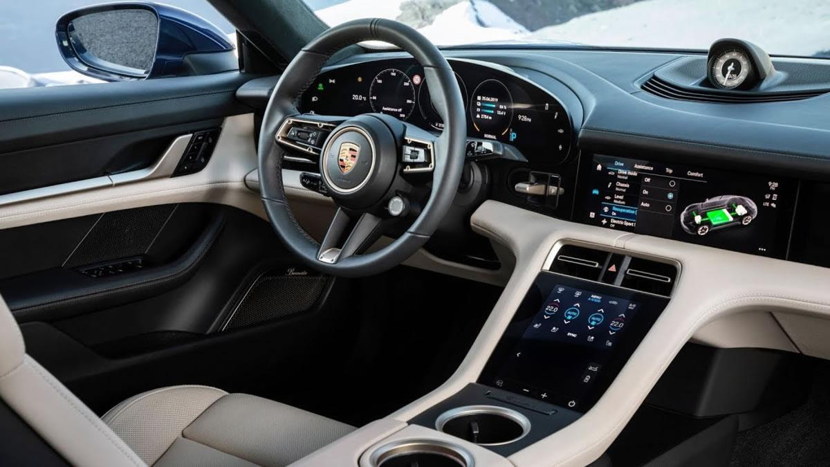 habitáculo del Porsche Taycan