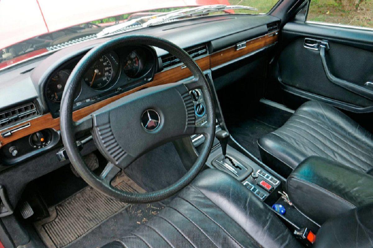 interior del Mercedes-Benz 450 SE